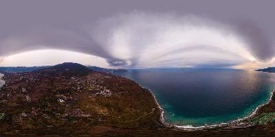 Ялта. Никита Гурзуф впечатляющие облака